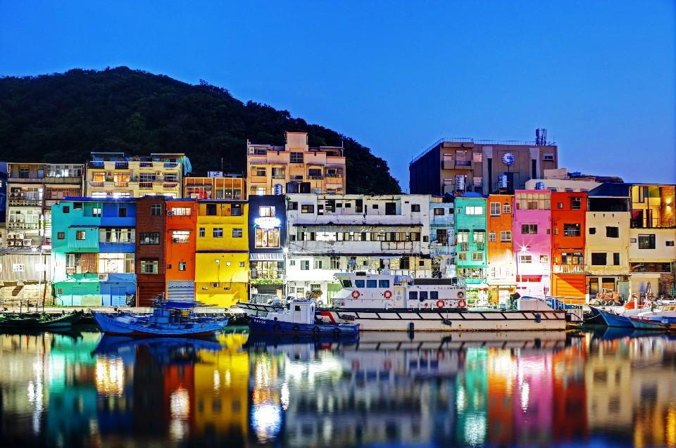 台灣郵輪接船包車一日遊│麗星郵輪、基隆碼頭接船包車